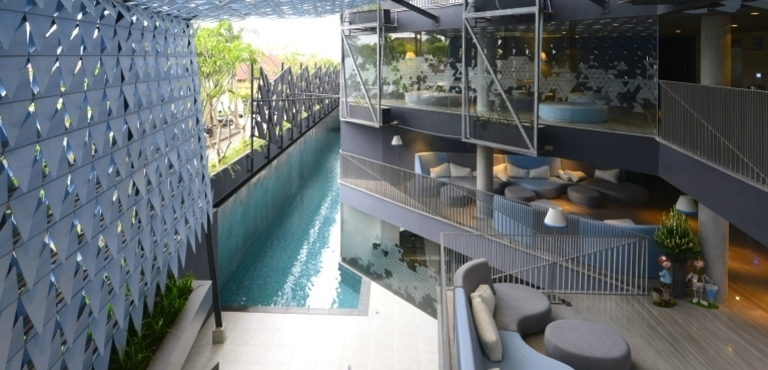 IZE-Bali--from-the-bar-down-to-reception-and-deluxe-pool-rooms-area